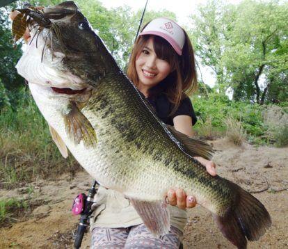 この画像は、サイトの記事「釣りガール りか ネットで話題 魚釣り専門 YouTube注目無料視聴動画ご紹介!」のイメージ写真画像として利用しています。