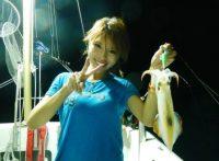 この画像は、サイトの記事「釣りガール エギング ネットで話題 魚釣り専門 YouTube注目無料視聴動画ご紹介!」のイメージ写真画像として利用しています。