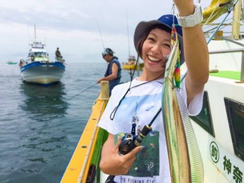 この画像は、サイトの記事「釣りガール 文ちゃん ネットで話題 魚釣り専門 YouTube注目無料視聴動画ご紹介!」のイメージ写真画像として利用しています。