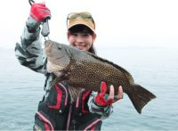 この画像は、サイトの記事「『釣り百景 磯』 ネットで話題 YouTube公式動画ご紹介!」のイメージ写真画像として利用しています。